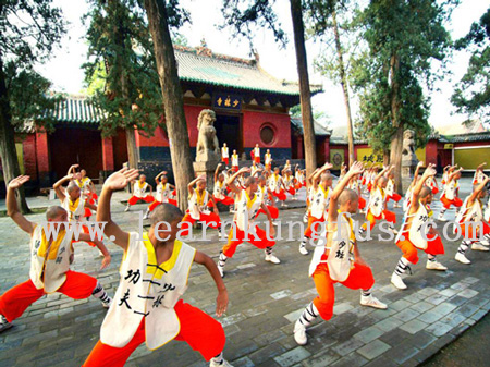 shaolin monks training kung fu