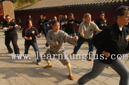 master train kung fu in shaolin temple