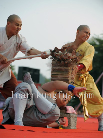 Hard Chi Kung Performance by monks
