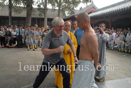 shaolin monks show Chi kung